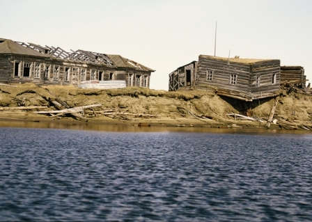 Melting permafrost led to this house collapsing (Photo: Grida.no - Peter Prokosh)
